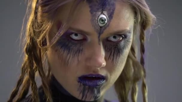 Čarodějnice s třetím okem nepodívá přímo do duše