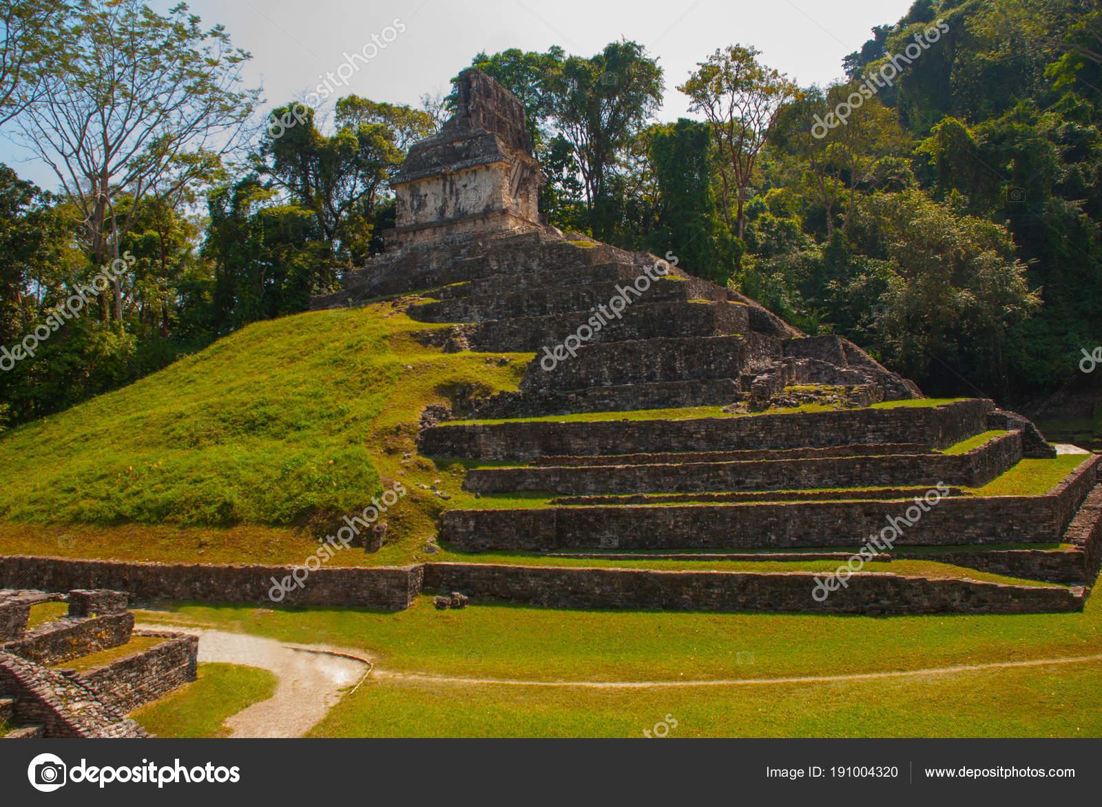 Gran pirámide. Paisaje de la antigua ciudad Maya. Ruinas mayas ...