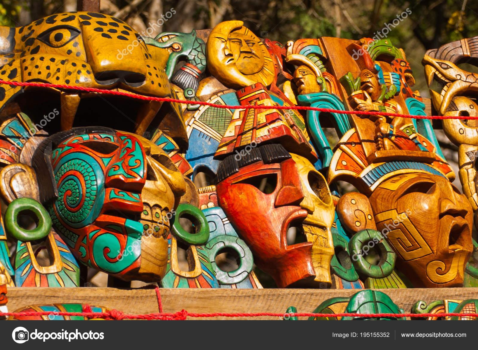 Imágenes Guerreros Mayas Artesanías Para Los Turistas En El