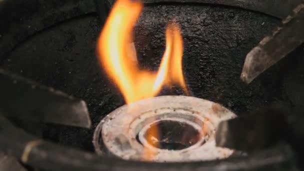 Oheň z kuchyň plynový sporák