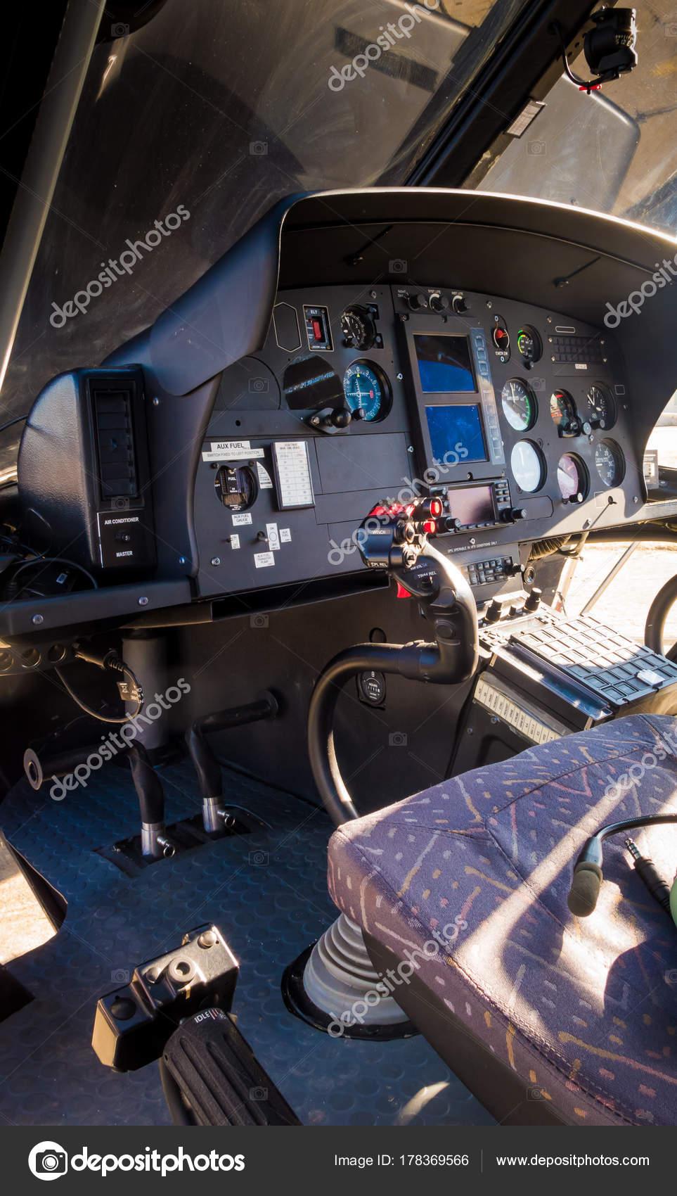 L Elicottero Posizione : Cabina di pilotaggio di un elicottero u foto stock cineuno
