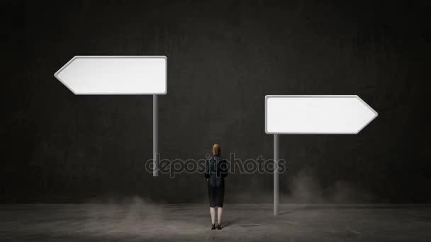 Geschäftsfrau wählen rechten oder linken Pfeil. Entschlossene Wege. Entscheidung.2