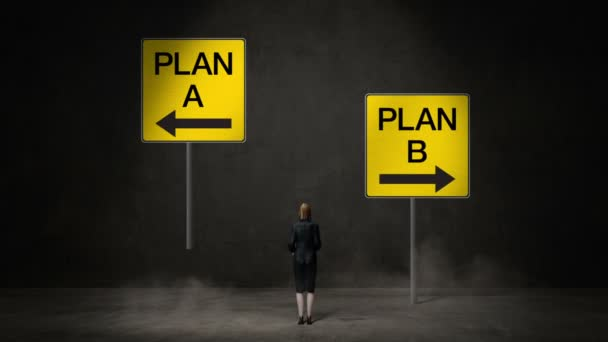 Geschäftsfrau wählt Plan A oder Plan B. Entschlossene Wege. trifft Entscheidung.