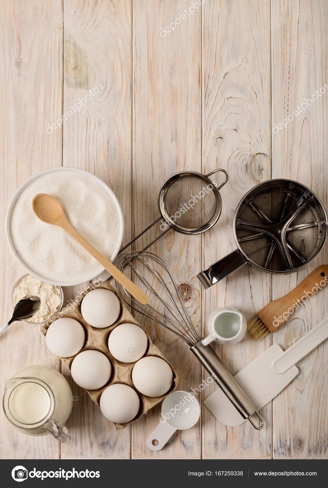 Küchengeräte und Werkzeuge für hausgemachte Backen auf ein Licht aus ...