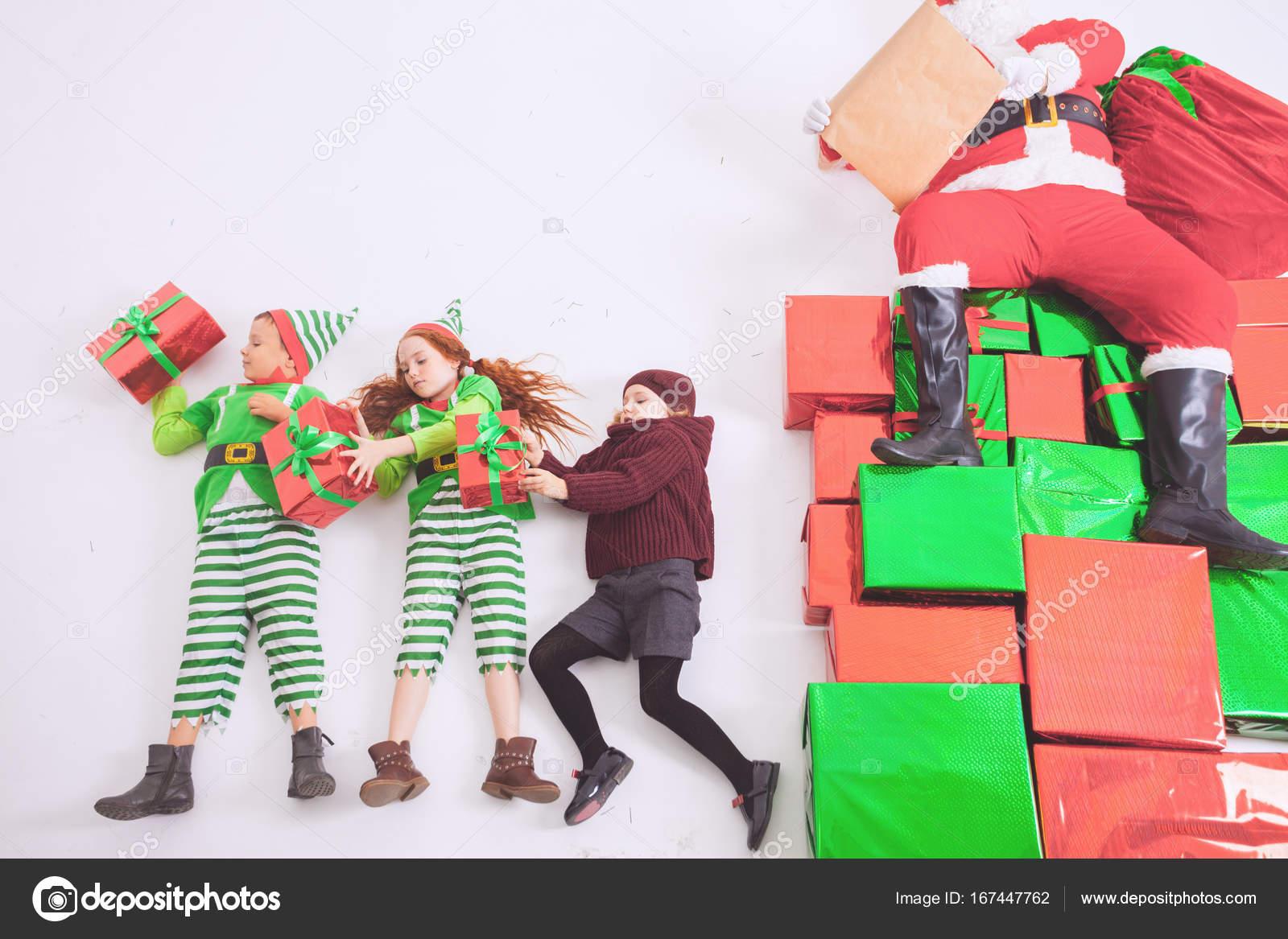 Aiutanti Di Babbo Natale Lavora Al Polo Nord Egli Leggere