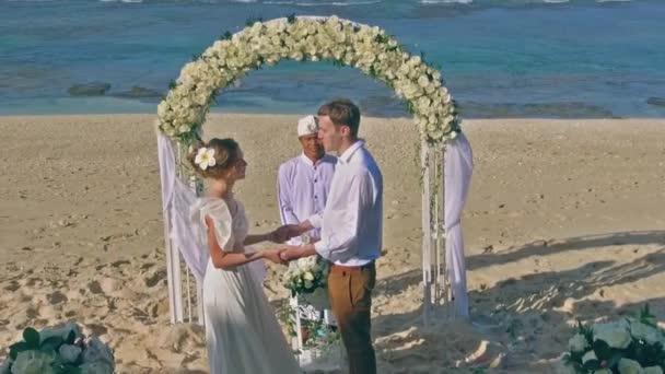 Slowmo záběry Full Hd svatební pár novomanželům Havaj