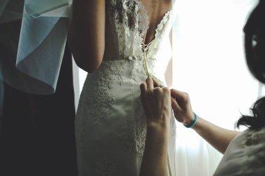 Bidesmaid laces up a corset