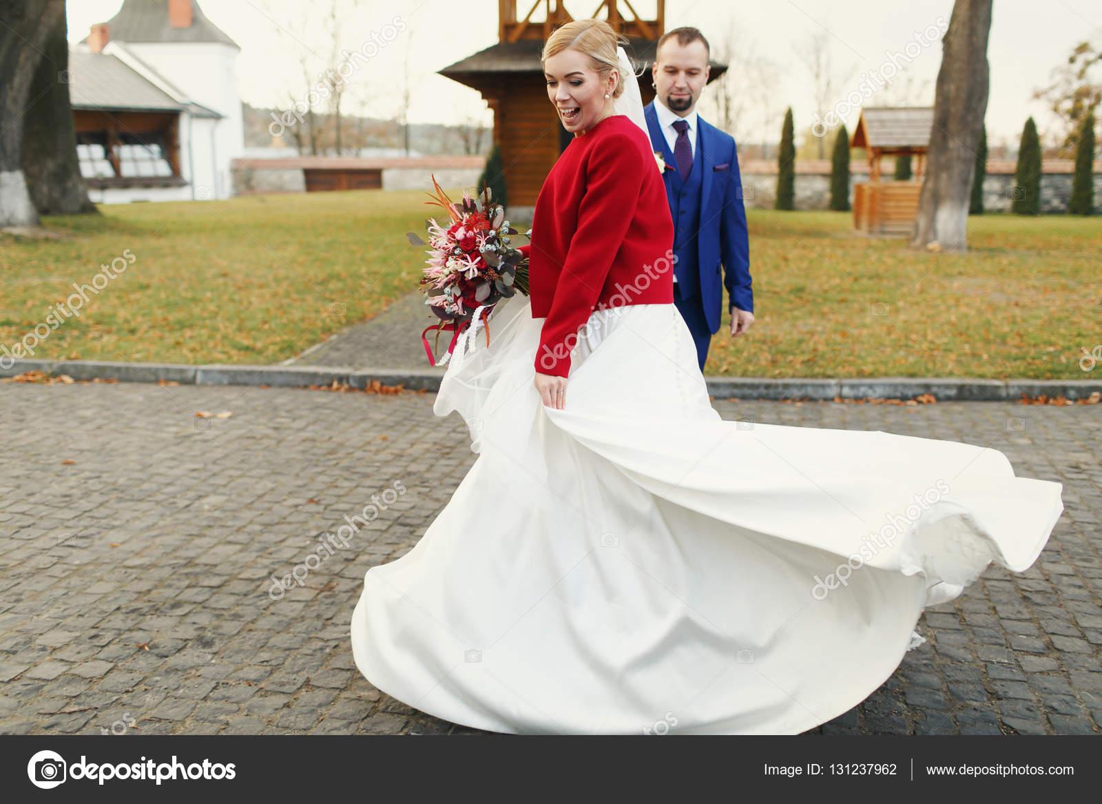 Chaqueta roja vestido largo