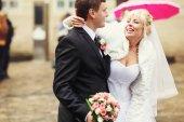 Fényképek Menyasszony nevet, ezen a környéken: vőlegény nyak állandó némileg hasonl kezét
