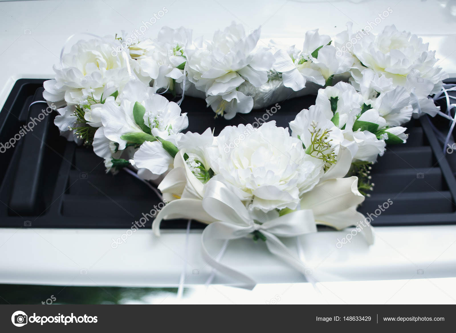 The garland of white flowers lies on the car — Stock Photo © ivash ...