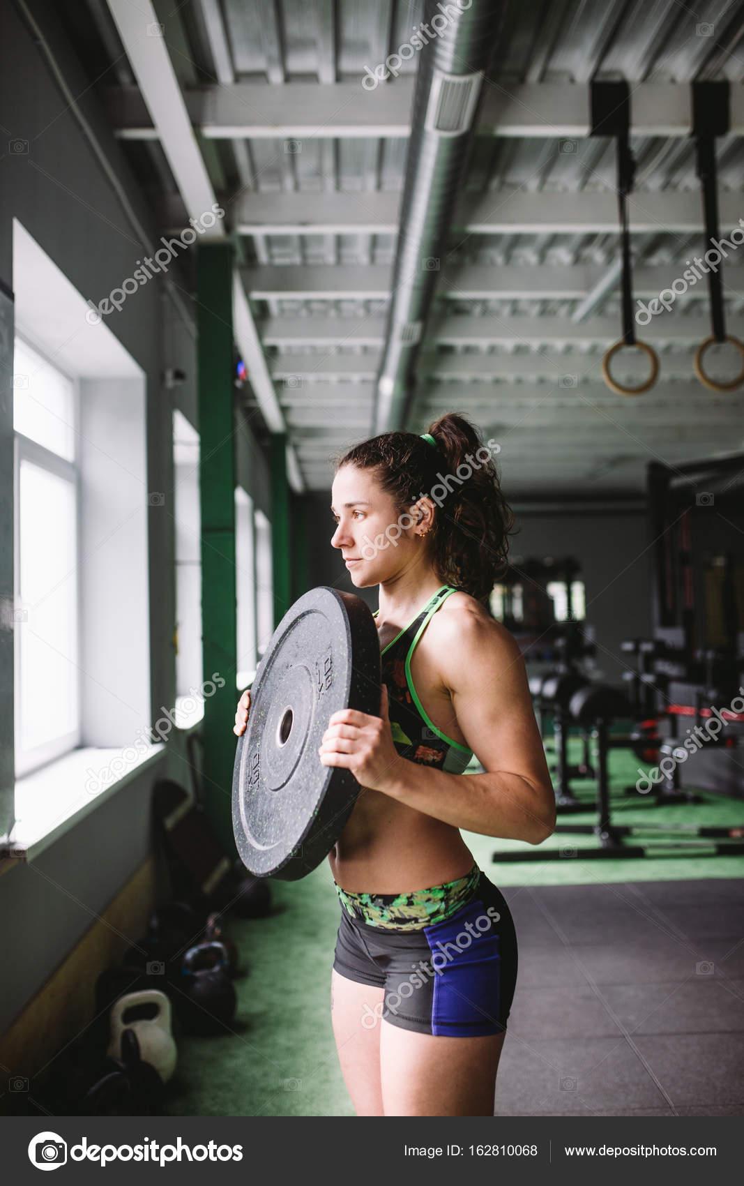 Картинку мускулистой девушки