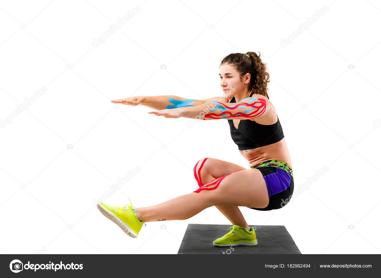 Thema Kinesiologie Tape Rehabilitation von Sportlern. Schöne Mädchen ...