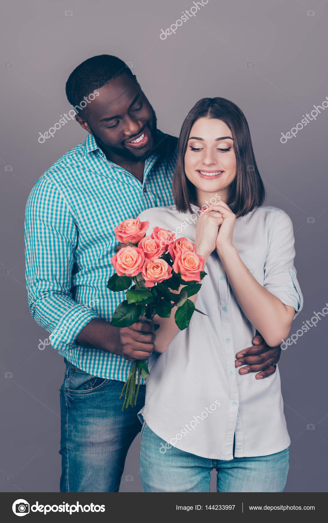 Kändisar dating yngre partner