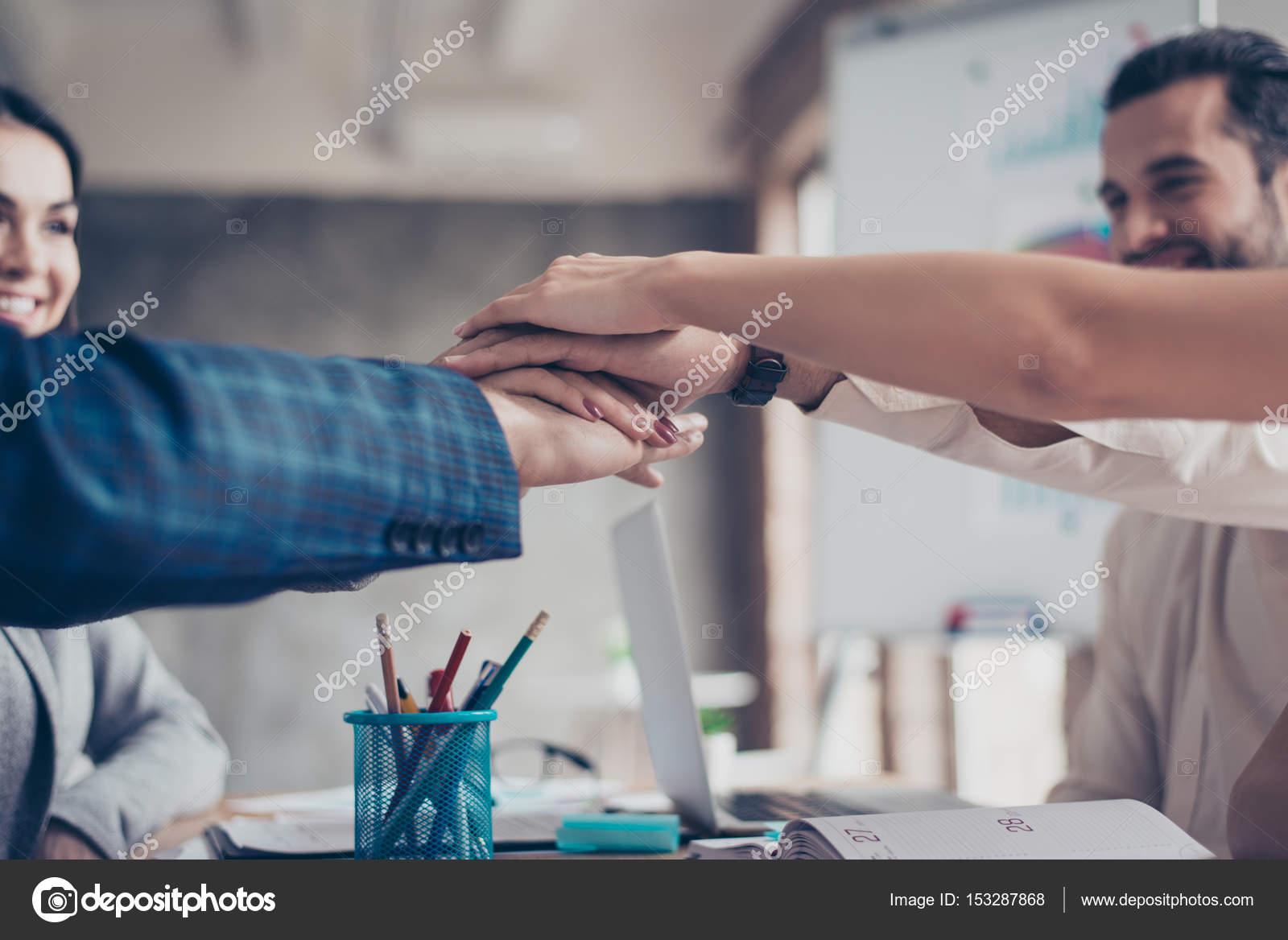 Konzept der Geschäftsvereinbarung. Nahaufnahme Foto von Menschen ...