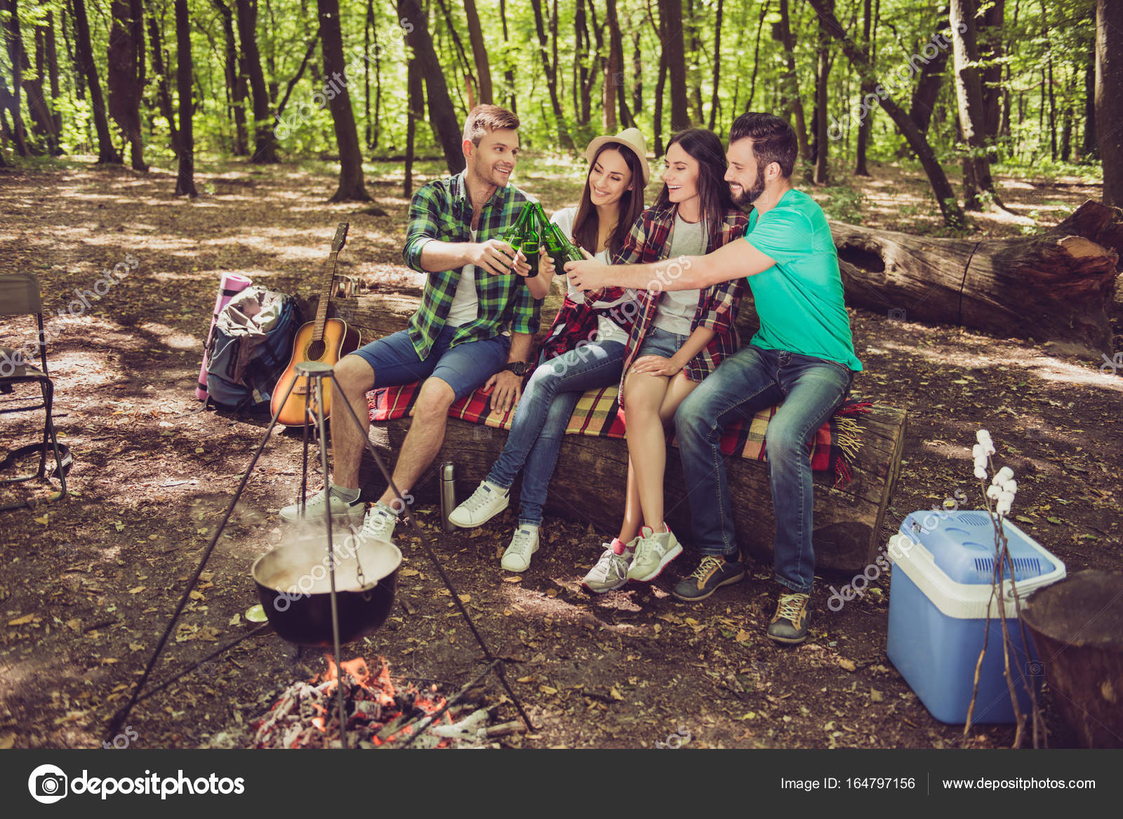 Секс групповой в лесу фото, Три худенькие молодухи раздеваются в лесу секс фото 20 фотография