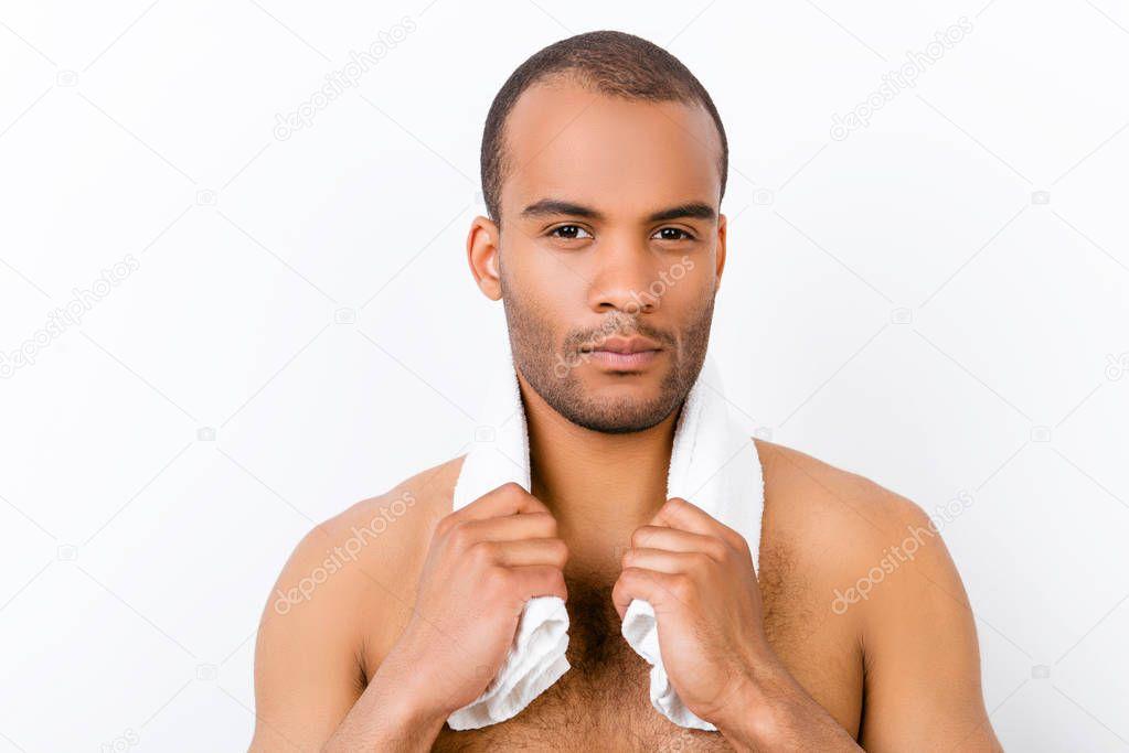 Sicher harte junge Mulattin nackt Mann steht auf die pure