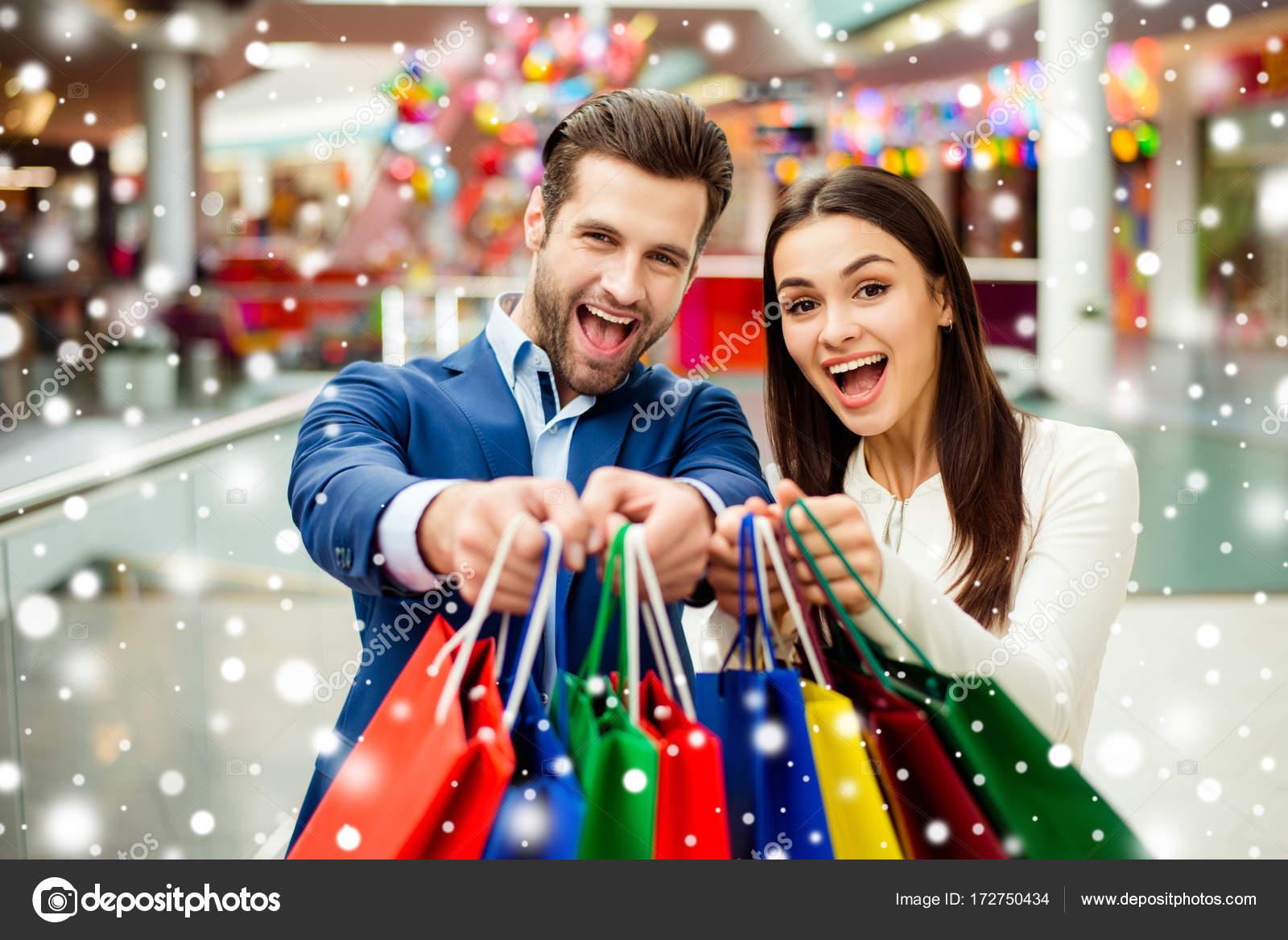 803e955f6 Ez az őrült bevásárlás, az öröm és a szórakozás ideje. Vidám sikeres ...