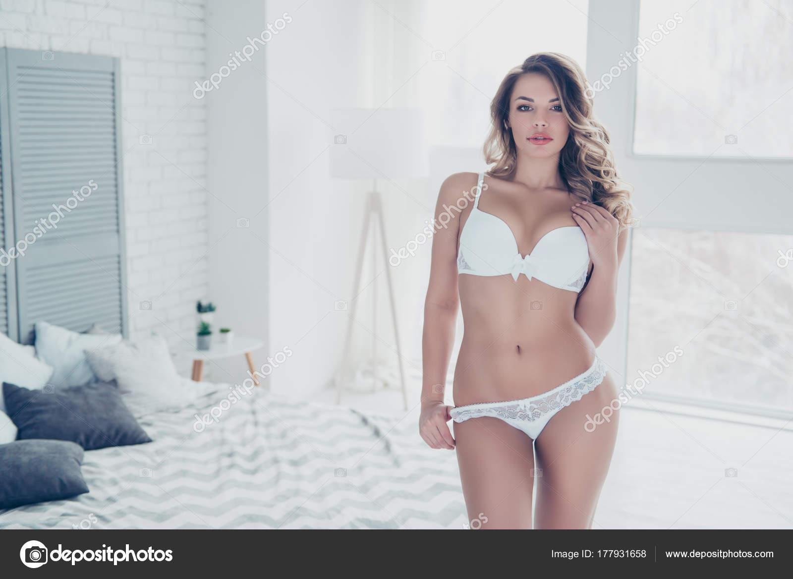 Modelo De Ropa Interior Para Niñas Retrato De Niña Bonita Sexy Por
