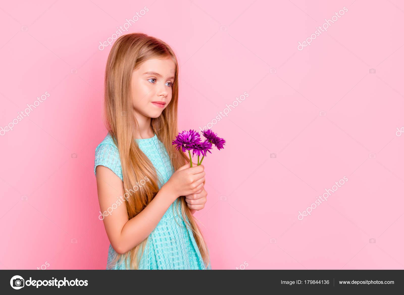 Concepto de inocencia pureza hermosura belleza y ternura. Cu — Foto ...