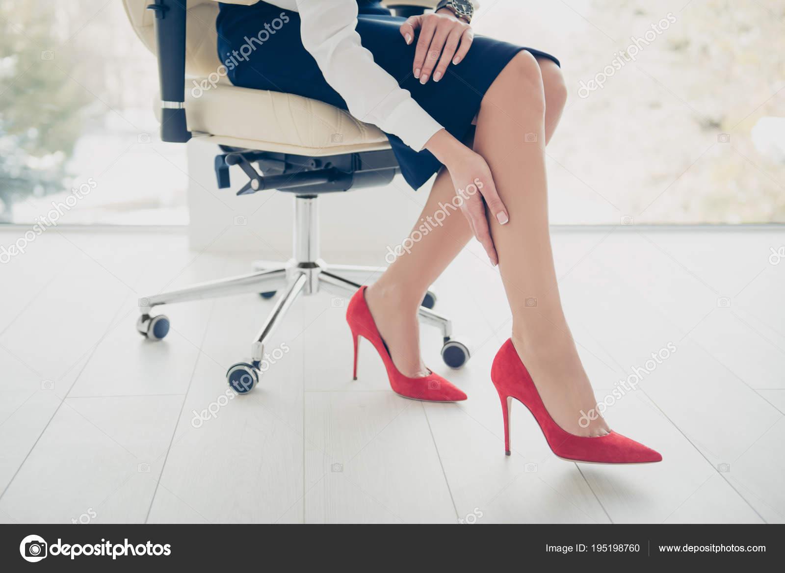 Фото под юбки снизу, негры затрахали телку до супер оргазма