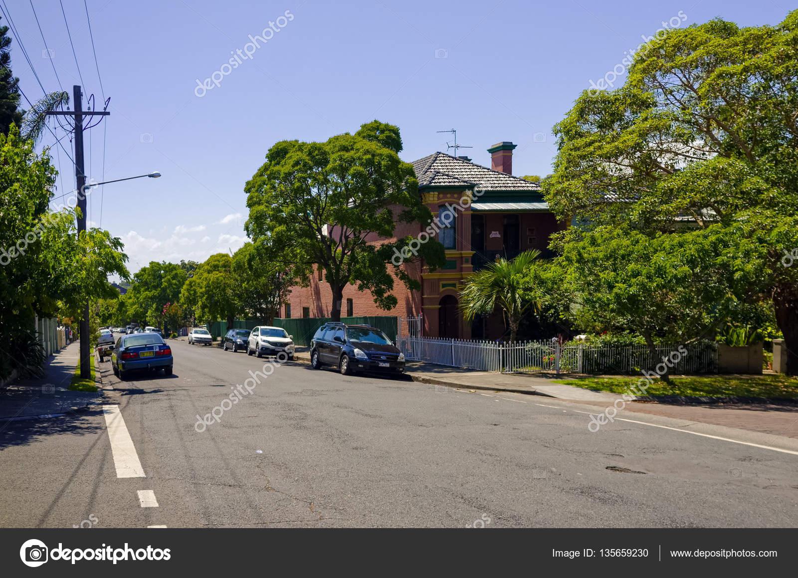 Case Tipiche Australiane : Strada di periferia con le case a sydney in australia u2014 foto