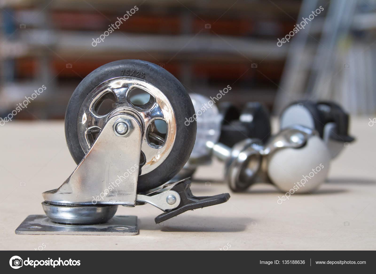 Wielen Voor Meubels : Accessoires meubilair. wiel voor bank en tabellen. roller voor