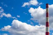 Fotografie KWK-Rohr gegen den Himmel