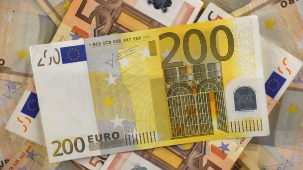 Euro peníze na stůl