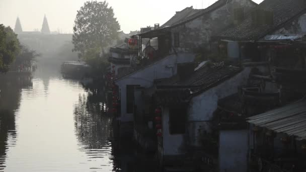 Case Tradizionali Cinesi : Case tradizionali cinesi in xitang water town al crepuscolo