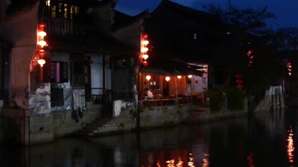 Case Tradizionali Cinesi : Case dai tradizionali tetti di alghe marine