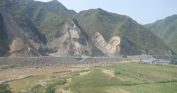 4k urychlení vlak cestování, severozápadní Čína Hora  vesnic za oknem