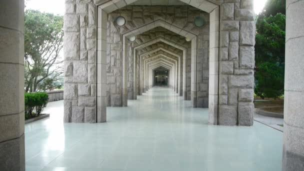 Díszes boltívek folyosó épület
