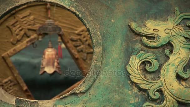 Čínská klasická historické bronzové dragon vzor.