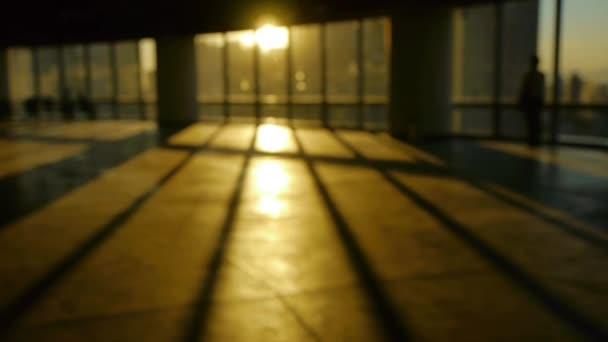 életlenítés háttér egy személy sétál belül emelvény, sunse irodaház