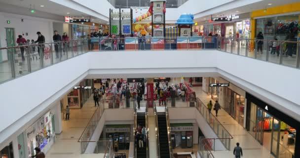 Čína-Apr 12, 2017:4 k eskalátory, nákupní centrum, zákazník v nákupní centra scéna.