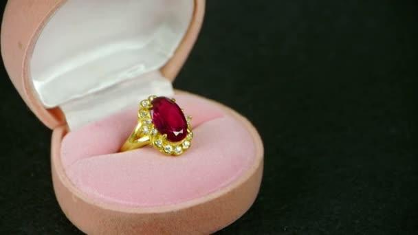 Rotace ruby diamond Ring.