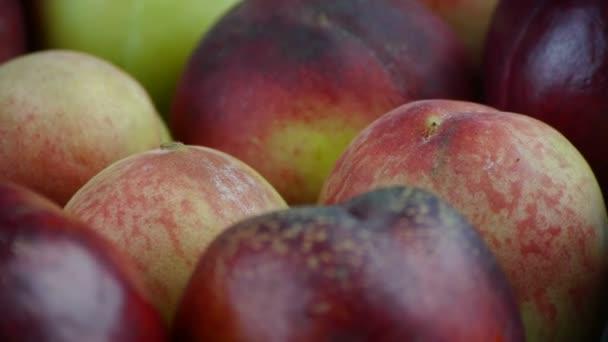 Friss, finom őszibarack  nektarin.
