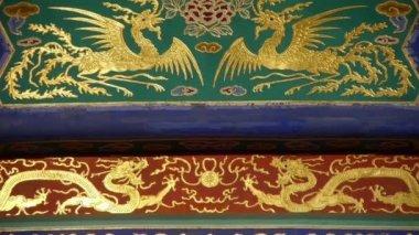 Csodálatos festett faragott gerenda gerendák. Kína Peking ókori építészet