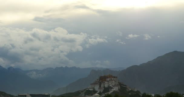 4k Potala Palast am Morgen, lhasa, tibet.Timelapse Wolken fliegen über.