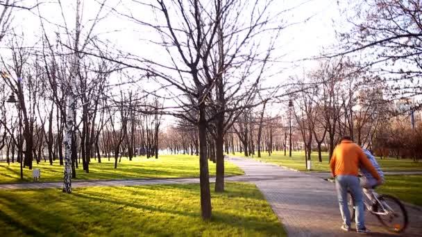 paren-ezdit-na-devushke-foto-video-russkaya-devushka-govorit-blya-seychas-konchu