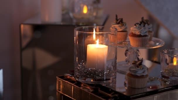 Hořící svíčku ve slavnostní atmosféře