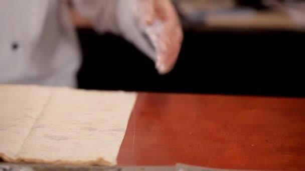 Příprava knedlíčků shawarma