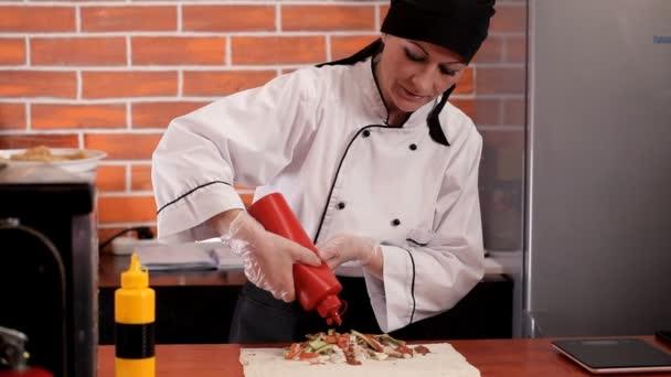 Příprava shawarma namísto rychlého občerstvení