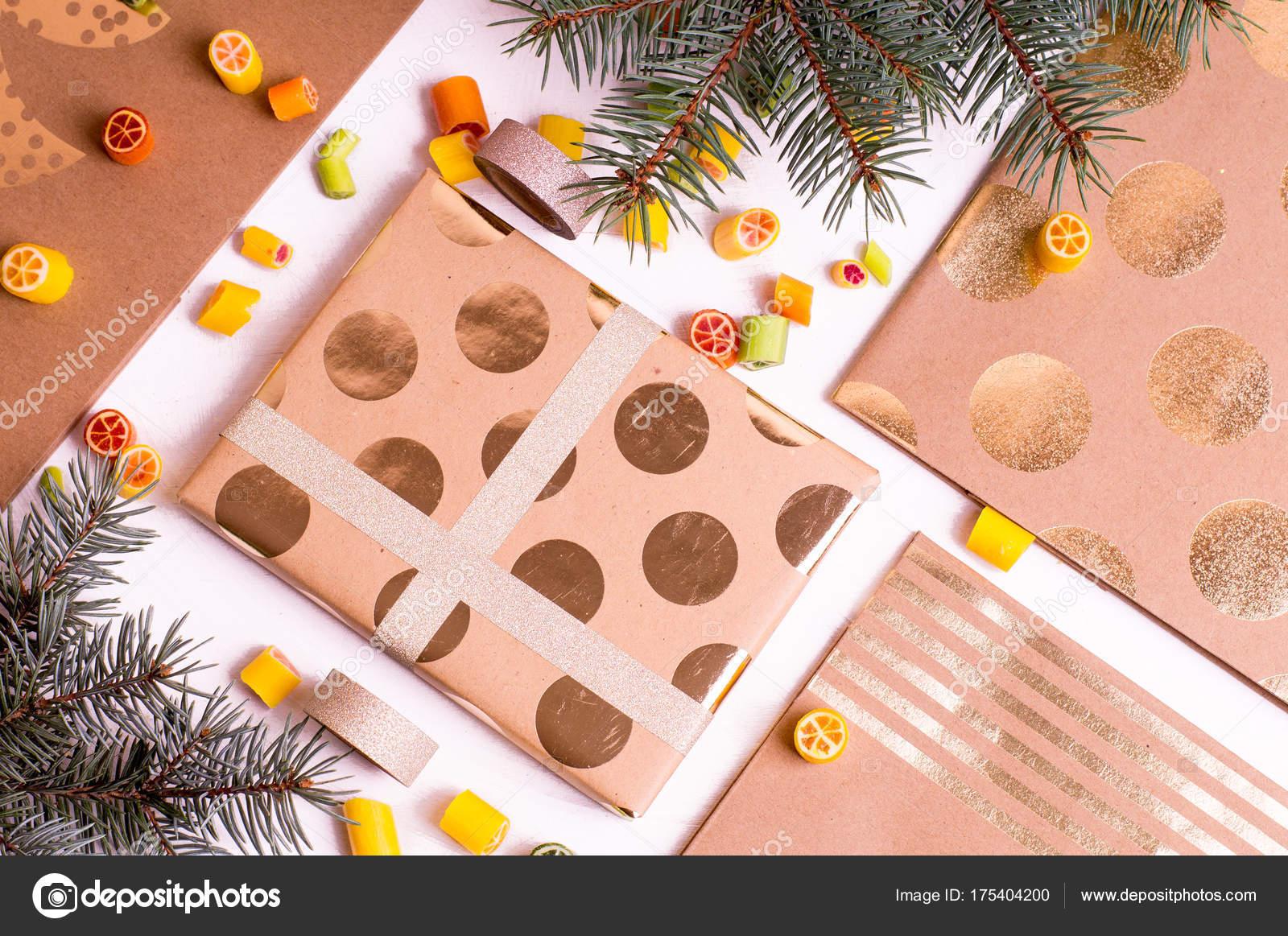 Weihnachtsgeschenke Für Freunde.Geschenke Für Freunde Und Verwandte Stockfoto Jlip 175404200
