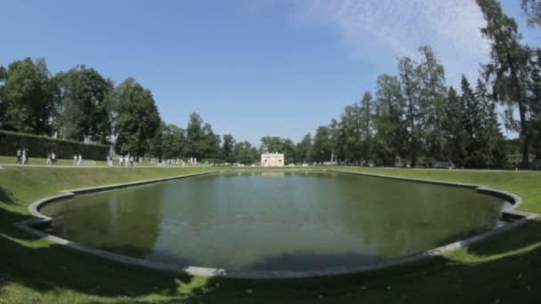 Malé jezero v parku, Carskoje Selo Puškin, Saint Petersburg