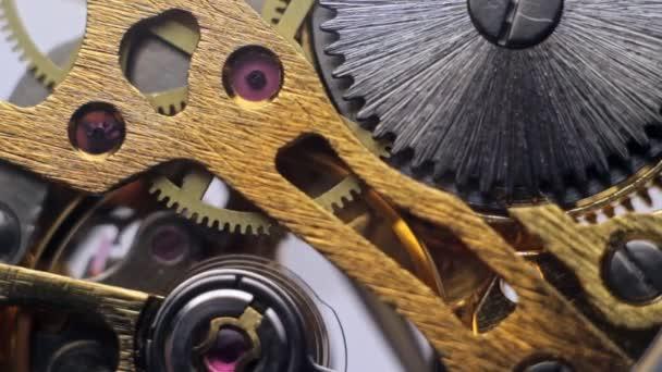 Uvnitř hodinky ozubená kola proměnit v hodiny