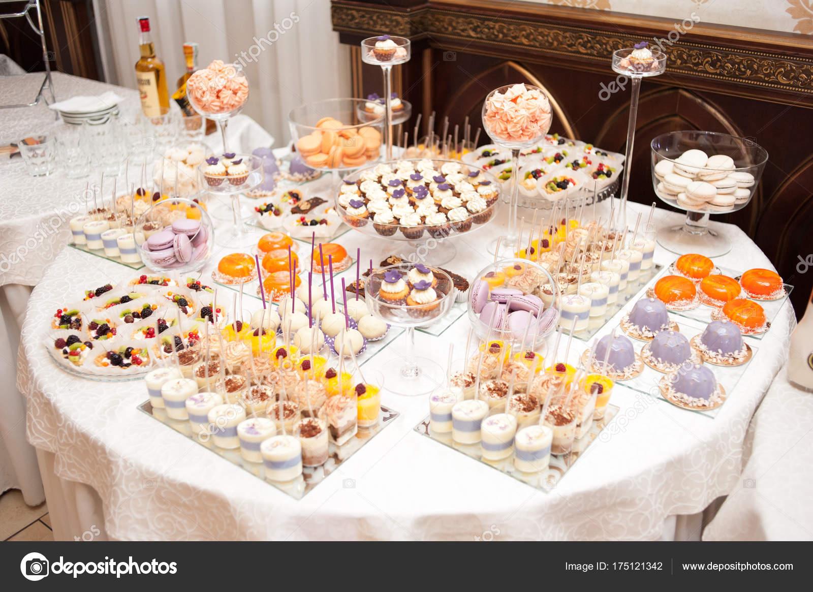 Mesa dulces boda grande foto de stock alipko 175121342 for Dulce boda