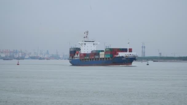 nagy teherhajó
