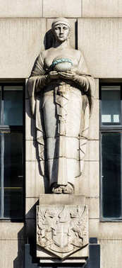 Statue on Adelaide House London