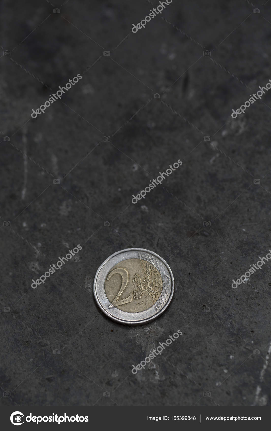 2 Euro Münze Auf Den Boden Stockfoto Zhitkov 155399848